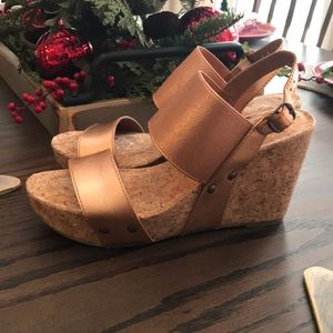 NWOT Lucky Brand Wedges - 7.5M - Rose Gold Color